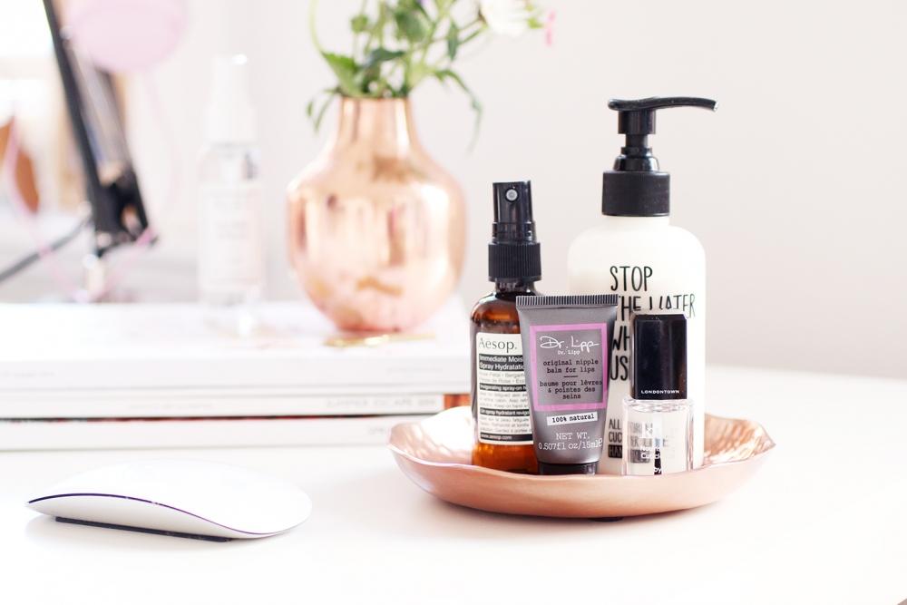 Schreibtisch / Work desk / beauty Basics Foxycheeks