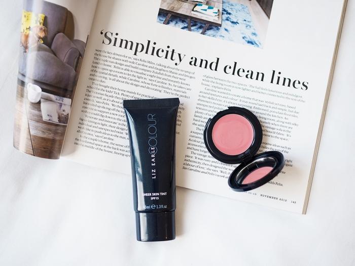 Liz Earle Sheer Skin Tint Make-up /Foxycheeks