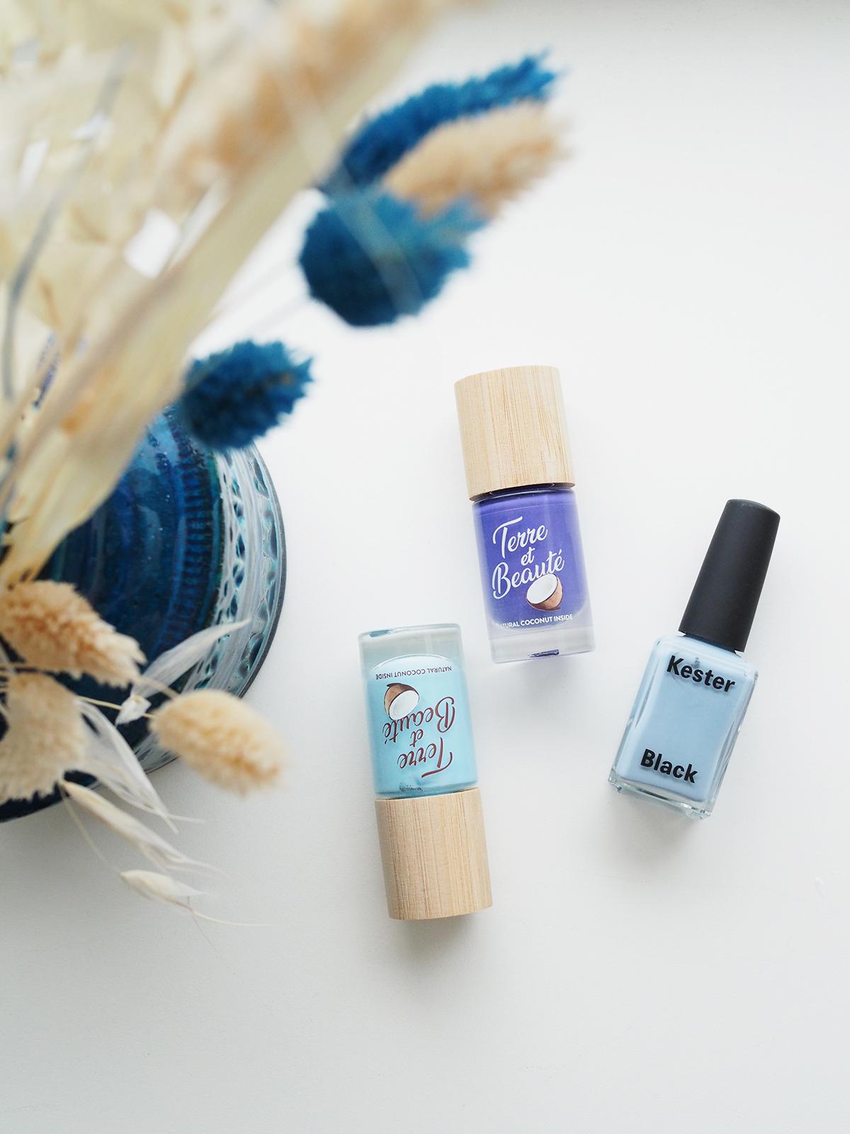 Blauer Hellblauer Nagellack