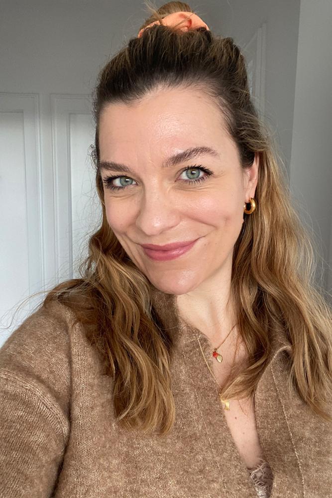 Hanna Schumi Glow Clinique Makeup